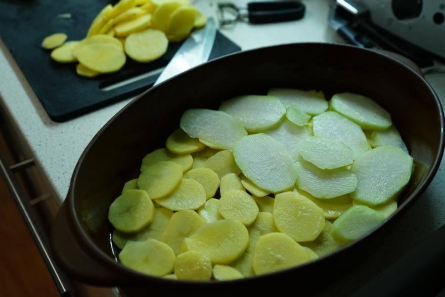 Kartoffeln und Kohlrabi immer abwechselnd aufschichten