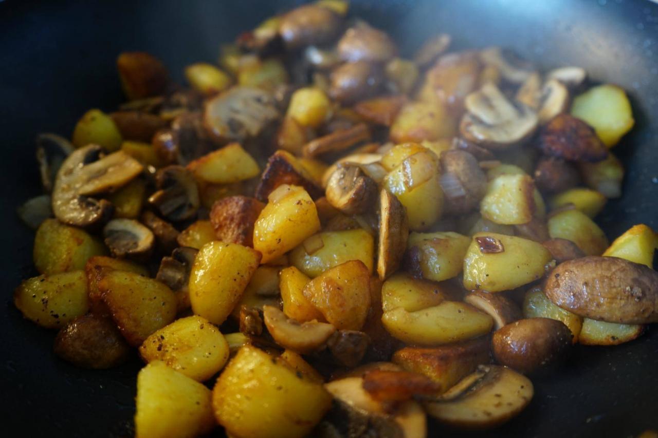Asiatisch-angehauchte-Kartoffelfpanne-mit-Pilzen-1280x853.jpg